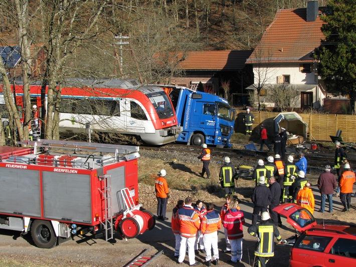 PPSH-ERB: Hesseneck / Ortsteil Schöllenbach - Unfall zwischen LKW und Schienenfahrzeug