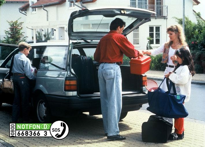 """""""Mobile Notrufsäule"""" im Osterreise-Gepäck / Beim Blechschaden im Osterreiseverkehr hilft die gebührenfreie Rufnummer 0800-668 366 3 (als Buchstabenkombination 0800 NOTFON D) der deutschen Versicherer"""