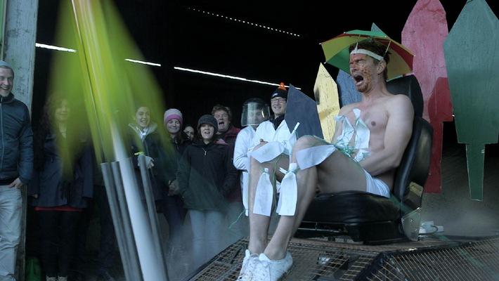 """Die Krönung des Wahnsinns mit Haien, Raketen und Schweinen! """"Joko gegen Klaas - Das Duell um die Welt"""" am 6. September auf ProSieben"""