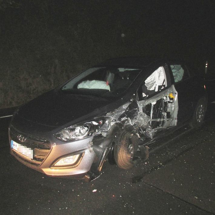 POL-HM: Nach missglücktem Überholversuch: 2 Verletzte und 3 beschädigte Fahrzeuge