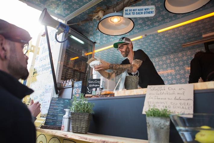 Sechsundzwanzig Food Trucks und ein Tim Mälzer / Deutschlands größtes Food Truck Event in Nürnberg