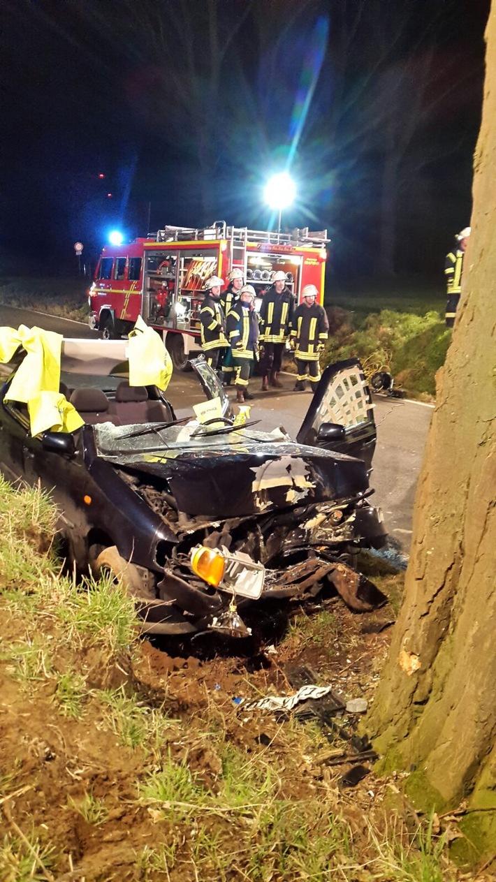 FW Lage: Verkehrsunfall mit einer schwerverletzten Person