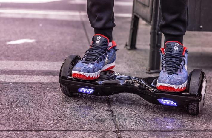 """POL-HR: Selbstsabilisierende Spielgeräte im Straßenverkehr verboten - Polizei stellt vermehrt """"Hoverboards"""" im Straßenverkehr fest"""