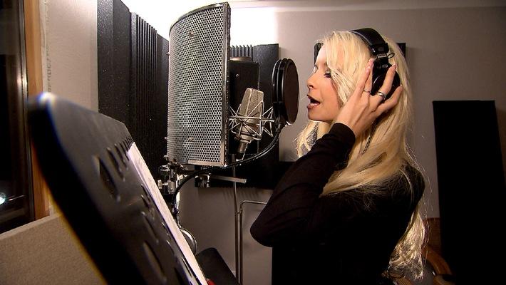 """""""EXKLUSIV - DIE REPORTAGE"""" / Mia Julia startet ihre Gesangskarriere / Donnerstag, 28. August 2014, um 00:05 Uhr bei RTL II"""