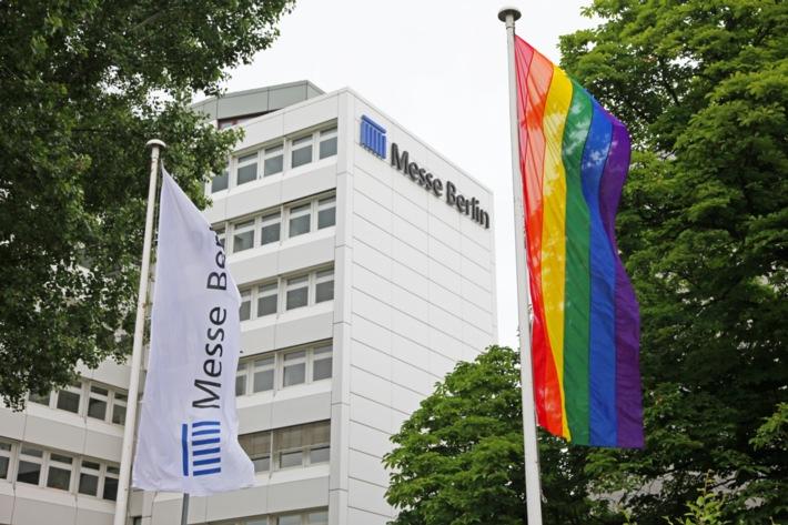 Messe Berlin zeigt Flagge gegen Homo- und Transphobie
