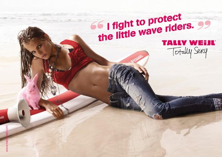 Das Tally Girl rettet die Welt: die Frühlings-/Sommerkampagne von TALLY WEiJL ist im Baywatch-Fieber