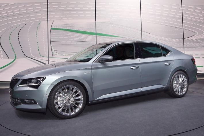 Der neue SKODA Superb: Emotionaler Auftritt auf der Volkswagen Group Night in Genf