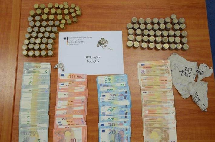 Das versteckte Diebesgut des Täters - rund 65oo Euro