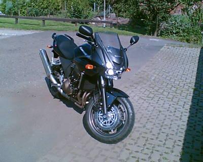 POL-HI: Schwarze Kawa Z 750 S vom Garagenhof Meisenweg/Giesen entwendet. Giesen(fm)