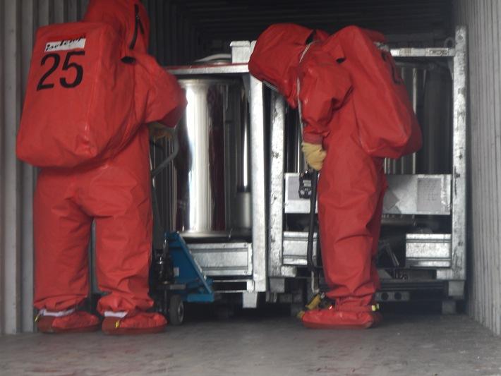FW-MG: Gefahrguteinsatz bei Bergungsarbeiten