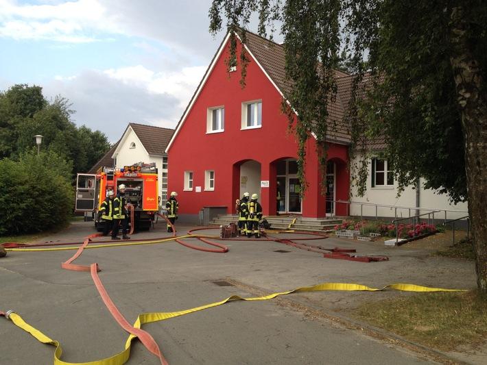 FW Lage: Kellerbrand in der Grundschule Müssen - 13.07.2016 - 18:29 Uhr