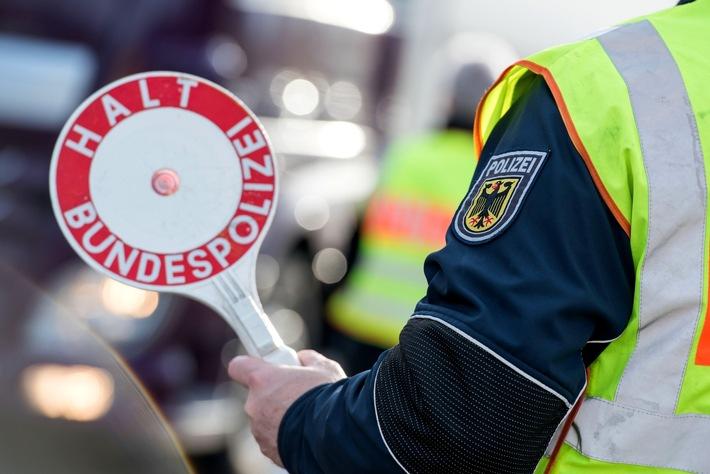 Bundespolizisten haben bei Grenzkontrollen zwei gesuchte Straftäter festgenommen