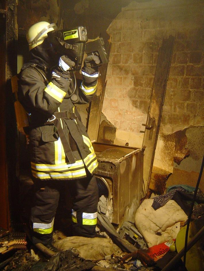 FW-E: Wohnungsbrand in Essen, vier Personen verletzt, zwölf Menschen gerettet