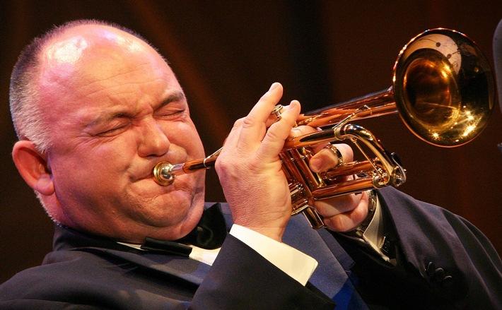 Heilsarmee lädt zum Konzert mit dem weltberühmten Trompeter James Morrison