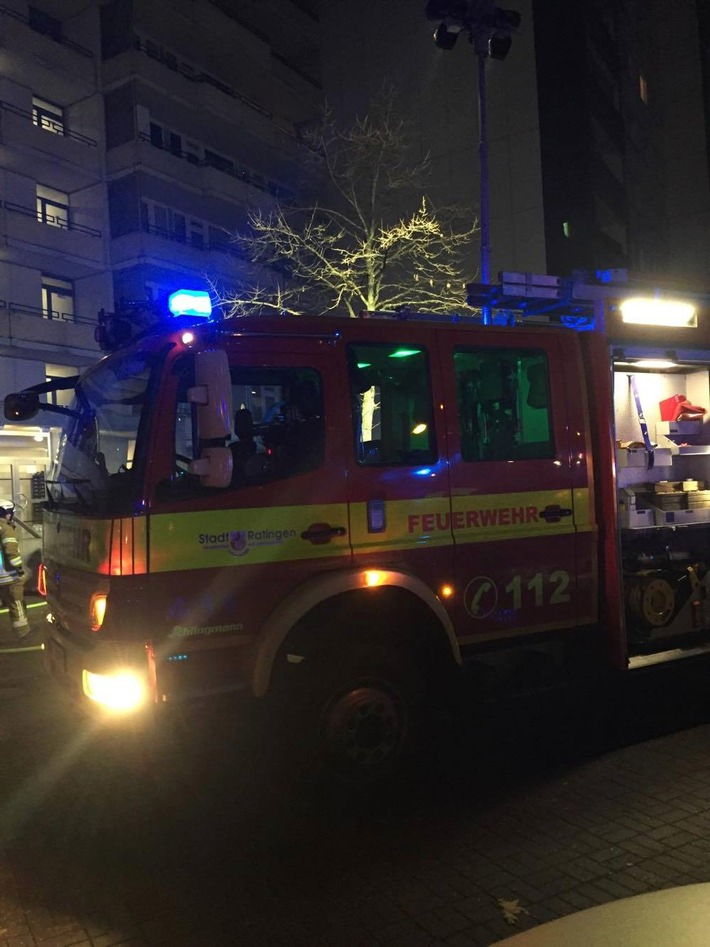 FW Ratingen: Kellerbrand in Ratinger Hochhaus