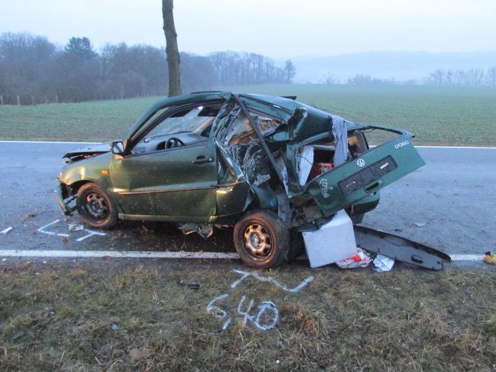 POL-HI: Schwerer Verkehrsunfall ** zwei Verletzte ** Pkw nicht zugelassen und Kennzeichen gefälscht **