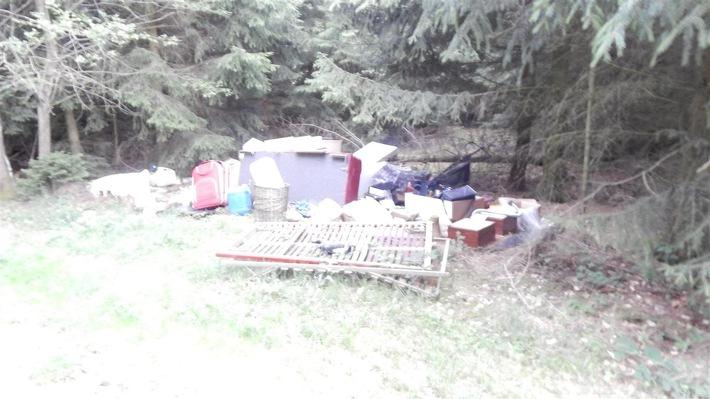 POL-PDMY: Müllablagerung im Waldgebiet