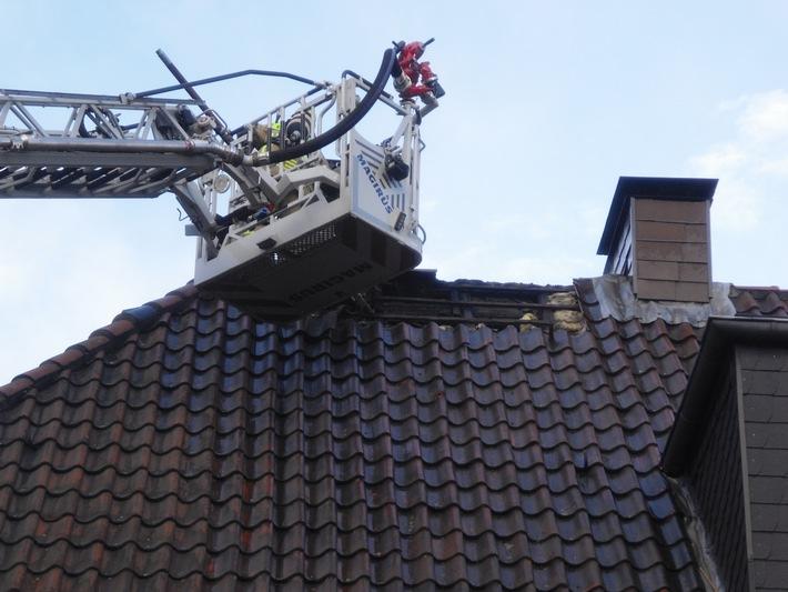 FW-BOT: Bottrop-Batenbrock; Dachstuhlbrand nach Blitzschlag