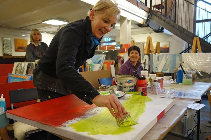 Künstler malen live im Supermarkt Erleben, wie Kunst entsteht