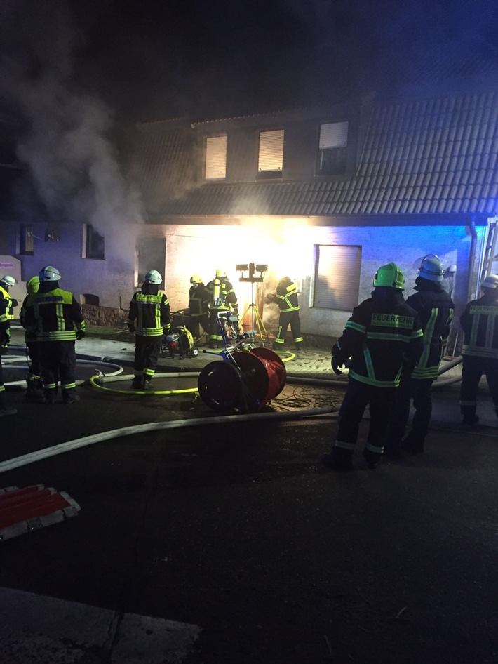 POL-PDPS: Wohnhausbrand in Thaleischweiler-Fröschen - 79 Frau erleidet Rauchgasvergiftung
