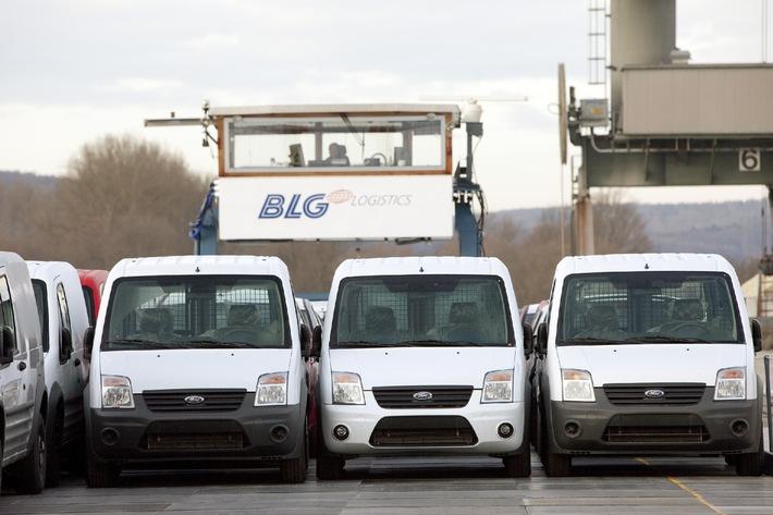 """Ford erweitert sein umweltfreundliches Transportnetz für Neufahrzeuge (Mit Bild) / Ford Transit Connect """"schwimmen"""" auf der Donau bis nach Kelheim"""