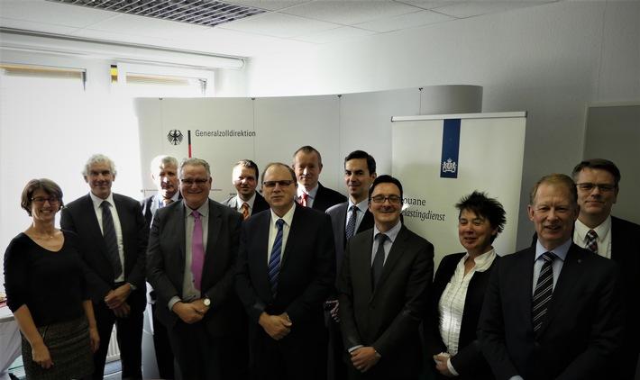 Deutscher und niederländischer Zoll nutzen IT-Verfahren gemeinsam Vertrag zur gemeinsamen Nutzung einer Datenbank zum Schutz vor Produktpiraterie in Bonn unterzeichnet.