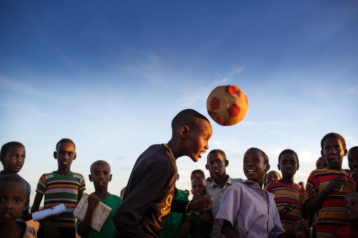 Let's Play for Change: IKEA startet Stadtsafari für den guten Zweck / Limitierte SAGOSKATT Kollektion - von Kindern für Kinder