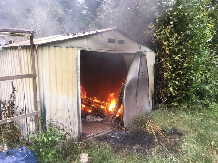 FW Lage: Brennt Gartenhütte - 18.08.2017 - 17:44 Uhr