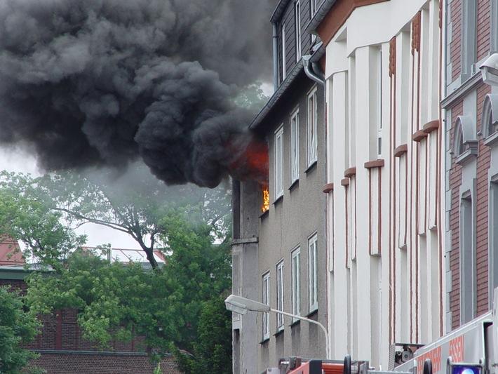 FW-E: Flammen schlugen aus dem Fenster