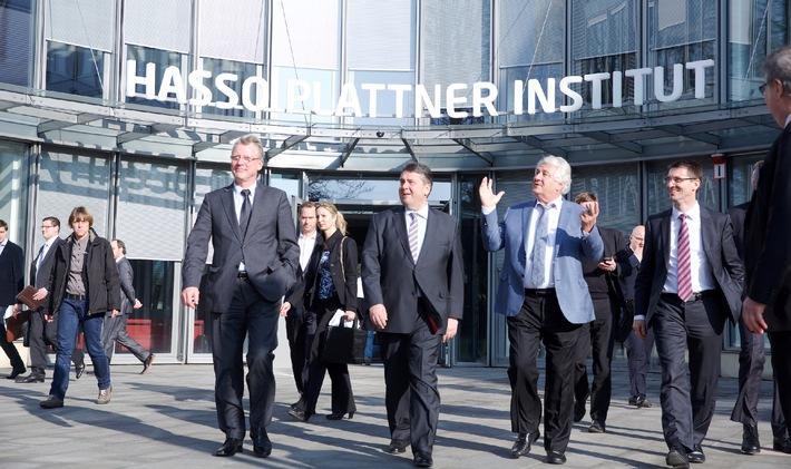 Industrie 4.0: Gabriel sieht in Deutschland auch künftig Ausrüster der Welt / Gespräch mit Hasso Plattner auf HPI-Tagung in Potsdam