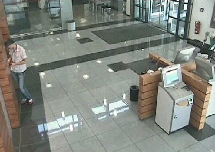 POL-HI: Mit gestohlener EC-Karte 2500 Euro erbeutet.