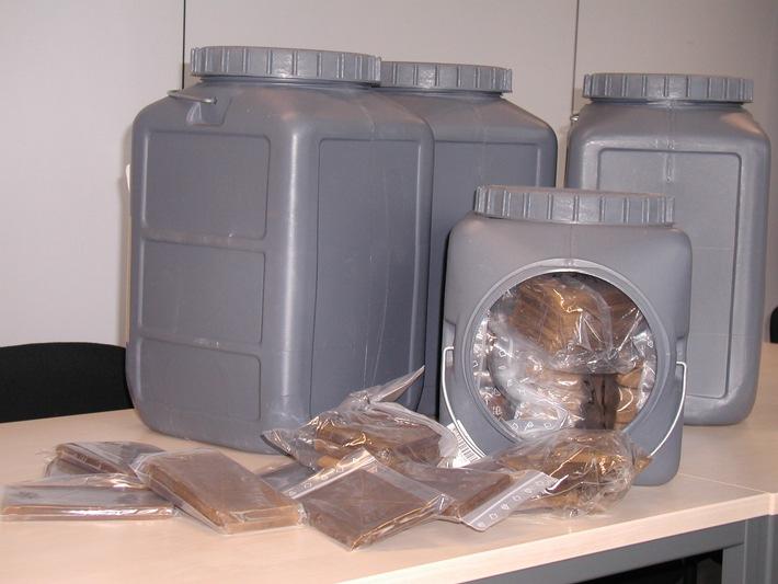 POL-DN: 021125 -3- Haschisch in nicht geringer Menge sichergestellt