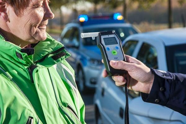 POL-REK: Volltrunken gegen Pkw gefahren - Wesseling