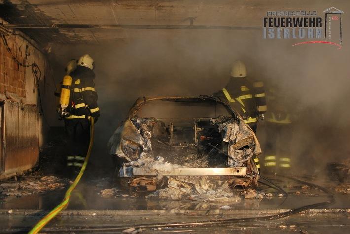 FW-MK: Garage brennt in voller Ausdehnung