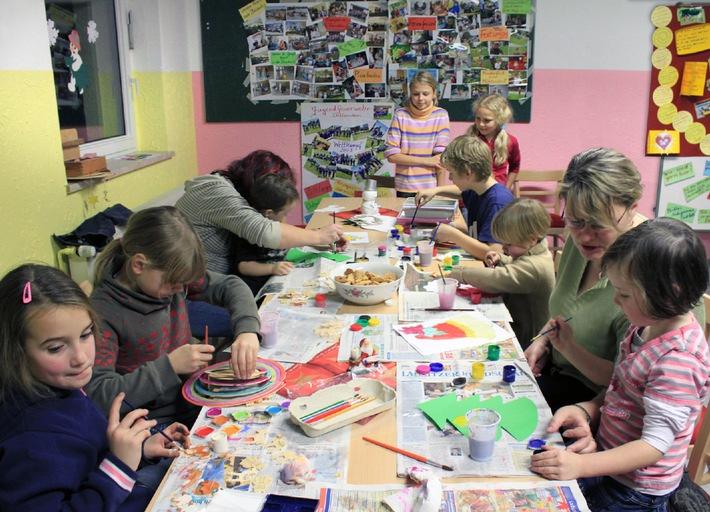 29 Jahre HanseMerkur Preis für Kinderschutz (mit Bild) / Eva Luise Köhler übergibt Auszeichnungen im Gesamtwert von 50.000 Euro an vier Initiativen aus Bietigheim-Bissingen, Dollenchen und Hamburg