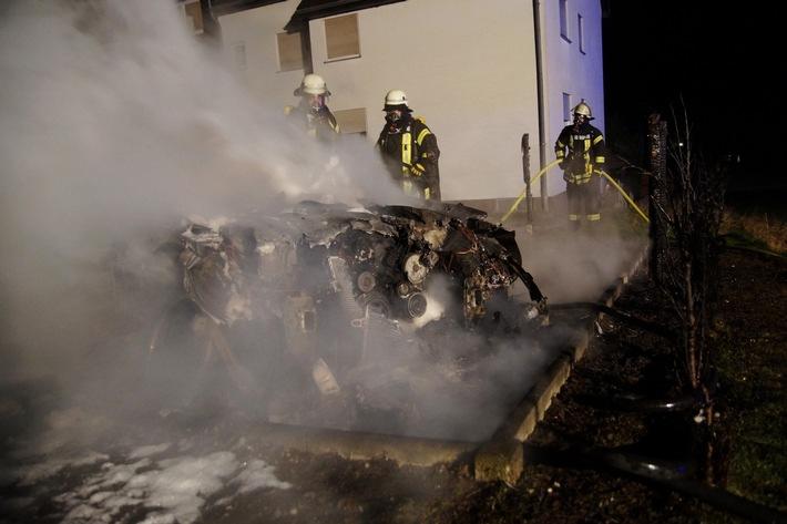 FW Menden: PKW nach Feuer Totalschaden