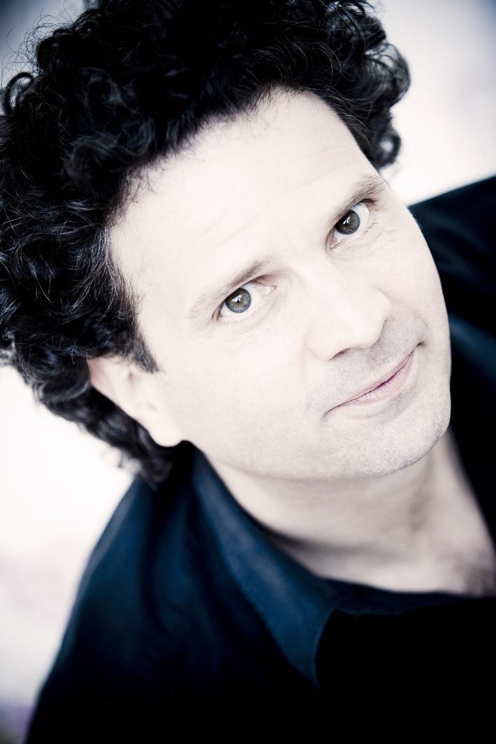 Saison 2012/2013 des Migros-Pour-cent-culturel-Classics, tournée II /  Le pianiste suisse Andreas Haefliger en tournée avec le célèbre Orchestre de Paris