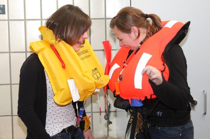 Deutsche Marine - Bilder der Woche: Girls' Day: Marine zum Anfassen - 300 Kinder und Jugendliche waren dabei