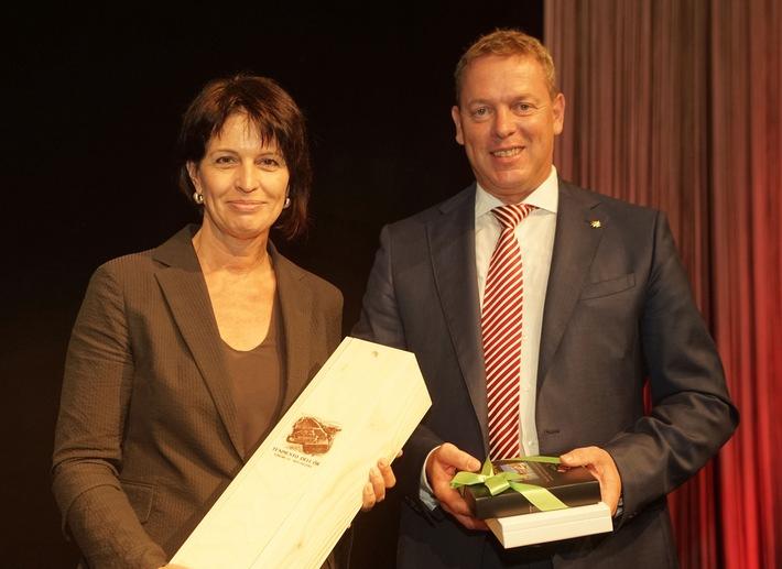 124a Assemblea dei delegati GastroSuisse: elezioni generali per il rinnovo del Consiglio / La consigliera federale Doris Leuthard ringrazia l'industria alberghiera e della ristorazione