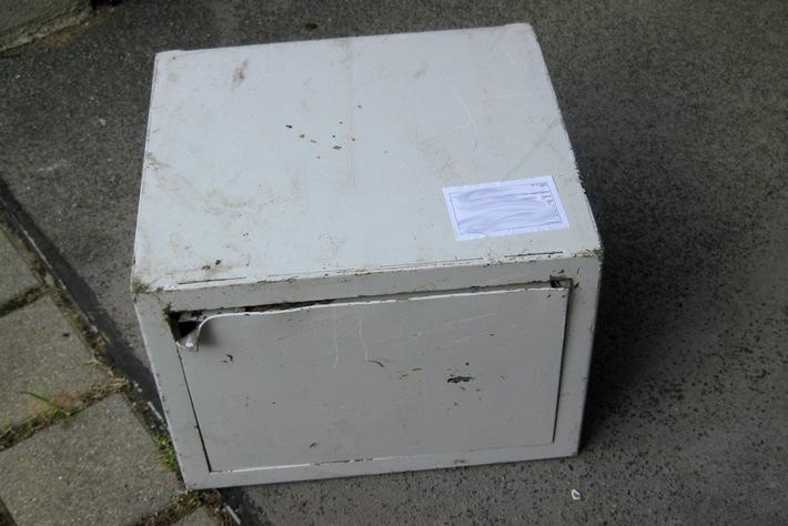 POL-DA: Bensheim-Auerbach: Demolierter Tresor auf dem Gelände eines Discountmarktes aufgefunden