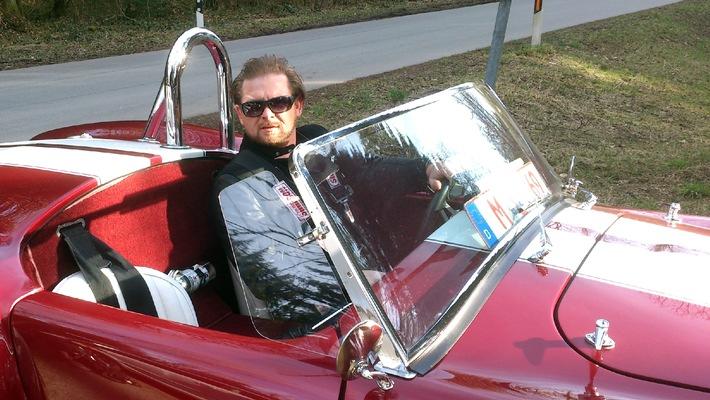 """""""GRIP - Das Motormagazin"""": Golf GTI vs. Kia cee'd GT Track / Dets Top 3 Sportwagenlegenden / Matthias Malmedie und der Maserati MC 12 / Sonntag, 27. April 2014, um 18:00 Uhr bei RTL II"""