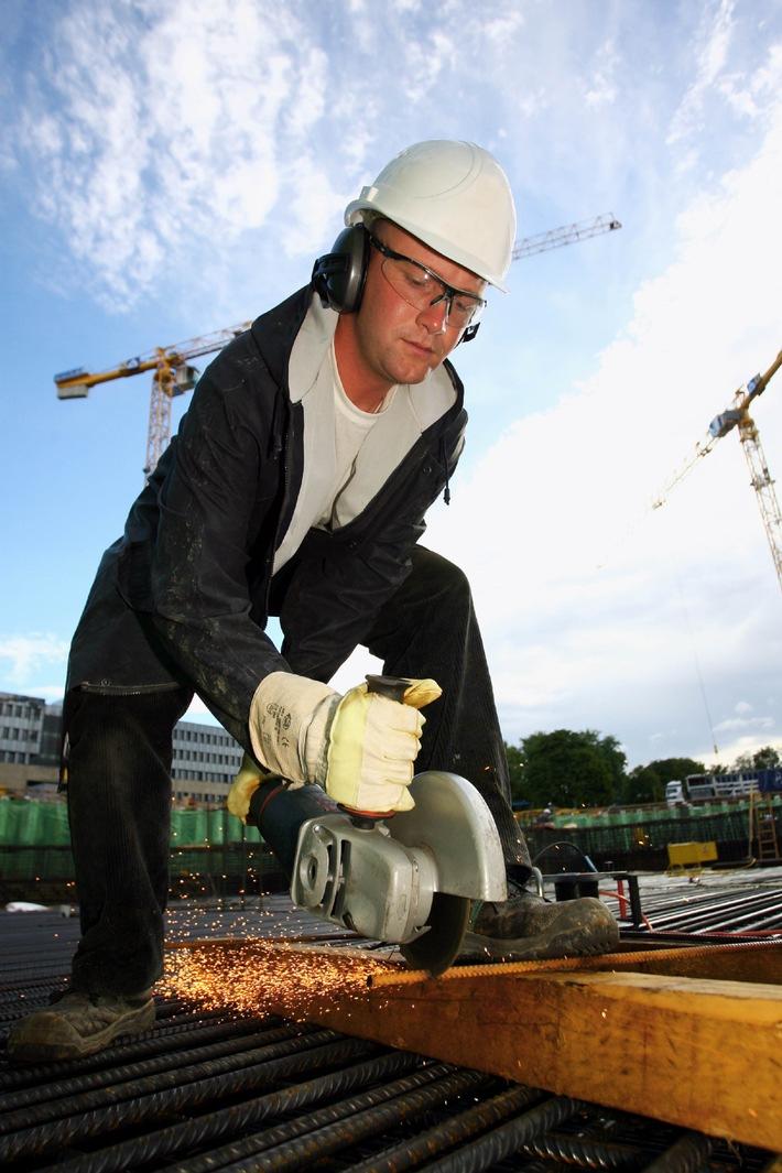Internationale Tagung über Persönliche Schutzausrüstung: Fachleute wollen Arbeit global sicherer machen