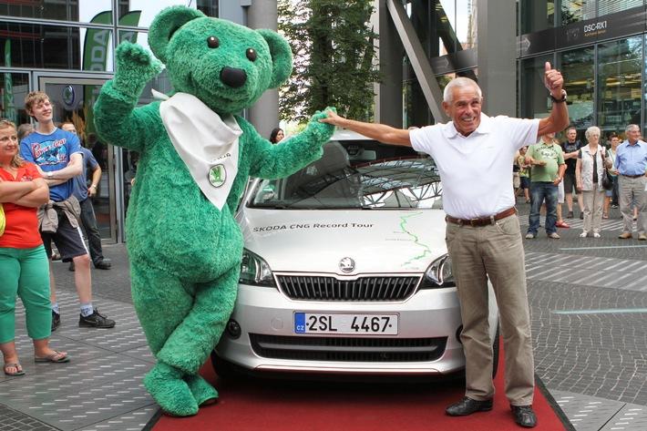 Für unter 100 Euro durch Europa: Rekordtour des SKODA Citigo CNG macht Station in Berlin