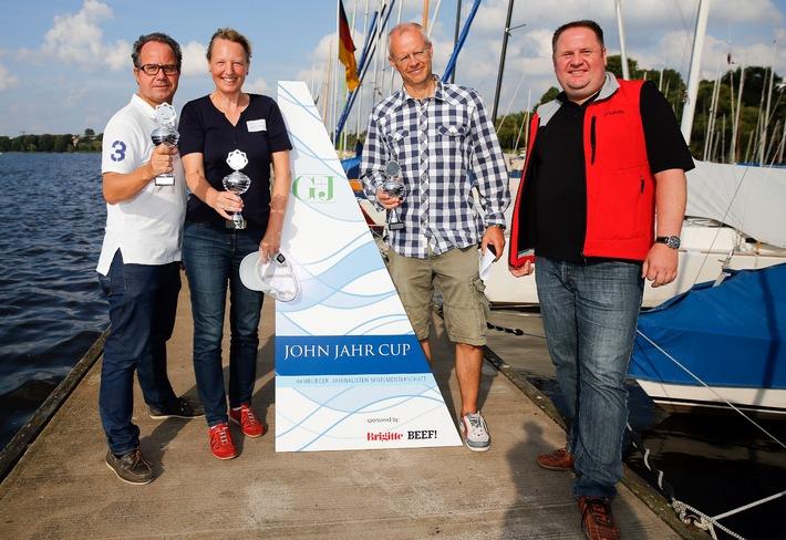 Summer in the City und Manöver hart am Wind - neue Rekorde bei der Segelregatta JOHN JAHR CUP 2013 Eine Regatta der Rekorde fand am vergangenen Sonnabend auf der Hamburger Außenalster statt.