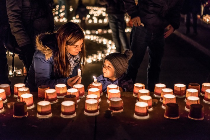 Ein Lichtermeer in der Schweiz: Solidarität mit Armutsbetroffenen