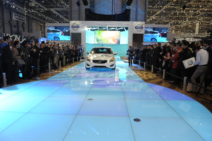 """Volvo Stand am Automobilsalon in Genf mit """"Creativity Award 2011"""" ausgezeichnet"""