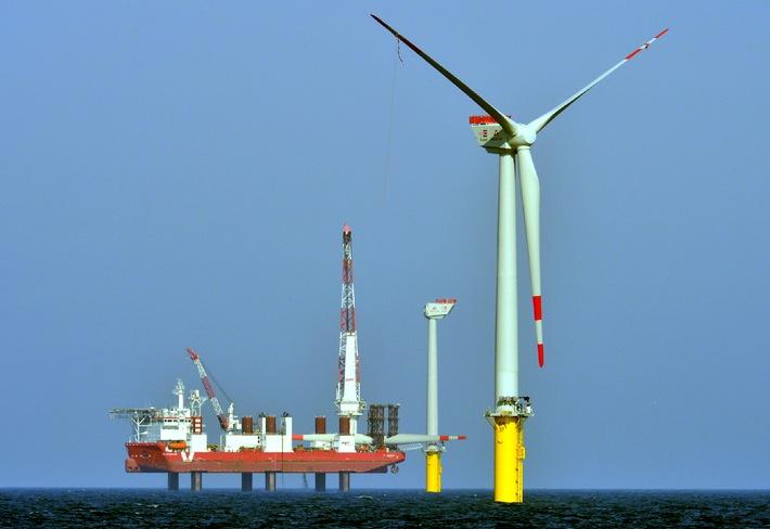 Trianel Windpark Borkum trotzt schwierigen Wetterbedingungen / Winterkampagne im Stadtwerke-Windpark im Plan