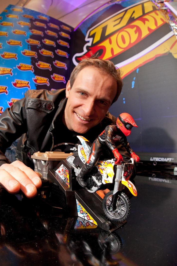 Quietschende Reifen und aufheulende Motoren / Auf der Nürnberger Spielwarenmesse 2012 feierte das legendäre Team Hot Wheels mit einer actionreichen Bühnenshow seine Deutschlandpremiere (mit Bild)