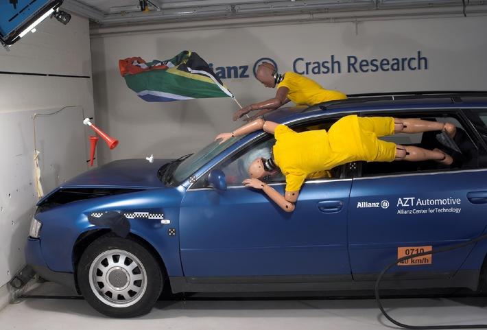 Mondiali e cortei d'auto: il crashtest di Allianz dimostra i rischi fatali di tale pratica