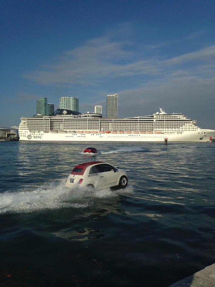 «The Italians are coming» - MSC Divina accompagnées par des FIAT 500 flottantes au port de Miami (Image/Video
